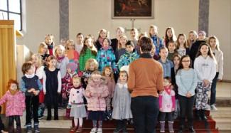 Kinder singen im Familiengottesdienst